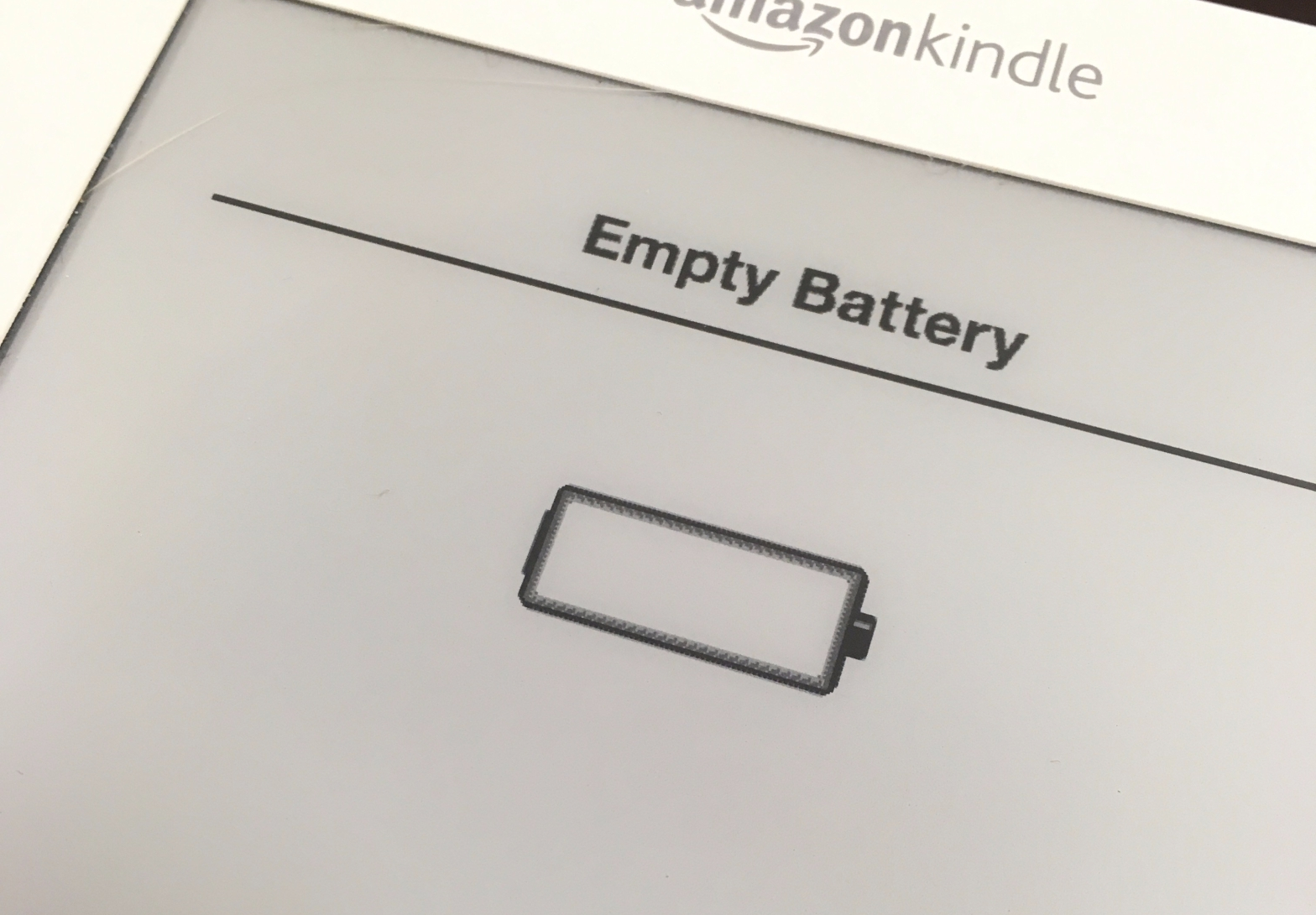 """""""Empty battery"""" notice on Amazon Kindle screen with a picture of an empty battery."""