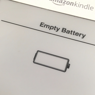 """Empty battery"" notice on Amazon Kindle screen with a picture of an empty battery."